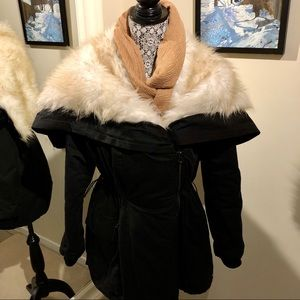 Jackets & Blazers - GUC Beautiful Cream Faux Fur Black Parker Coat M/L